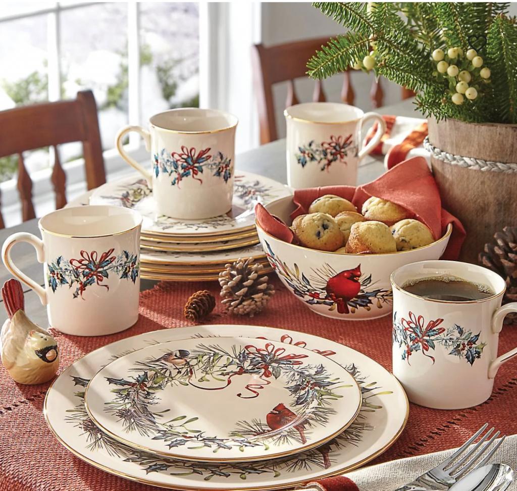 aranjarea mesei de Crăciun farfurii portelan